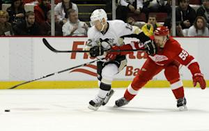 Malkin injured in Penguins' 4-1 win over Red W …