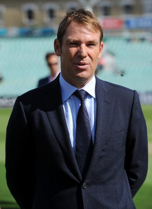 Shane Warne believes Andrew Strauss and Kevin Pietersen should have a beer together