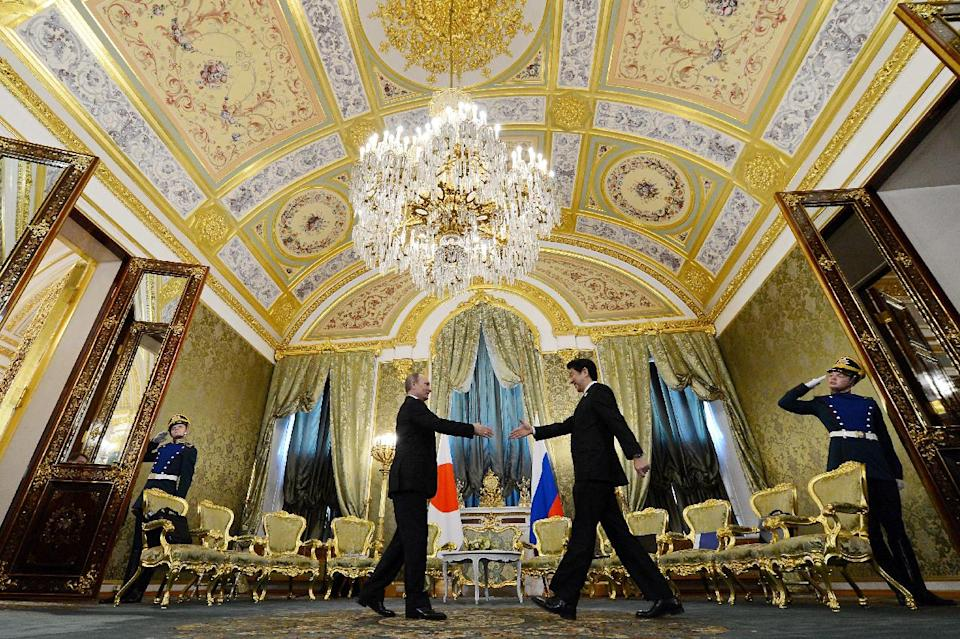 Russian President Vladimir Putin, centre left,  shakes hands with visiting Japanese Prime Minister Shinzo Abe, second right, during a meeting in Moscow's Kremlin on Monday, April 29, 2013. Abe is in Russia on an official visit. (AP Photo/ Kirill Kudryavtsev, Pool)