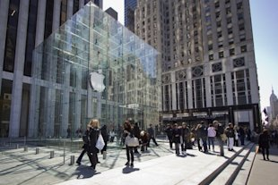The Fifth Avenue Apple store in New York City. (andersc77/Flickr)