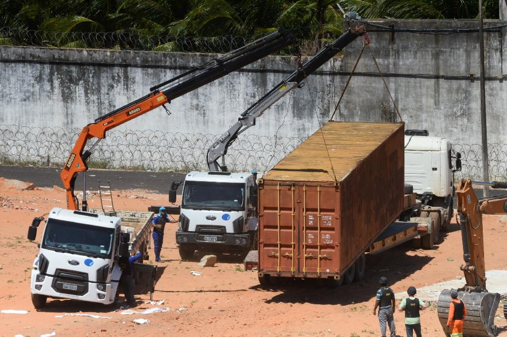 Police use shipping containers to separate Brazil prison gangs