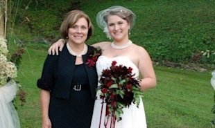 Allana Maiden (right) and her mother, Debbie Barrett. (Photo: Courtesy of Allana Maiden)