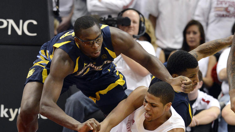 Louisville's Wayne Blackshear, right, battles Marquette's Chris Otule for a loose ball during the first half of their NCAA college basketball game, Sunday, Feb. 3, 2013, in Louisville, Ky. (AP Photo/Timothy D. Easley)