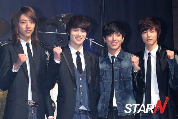 CN Blue ranked high in a foreign music chart