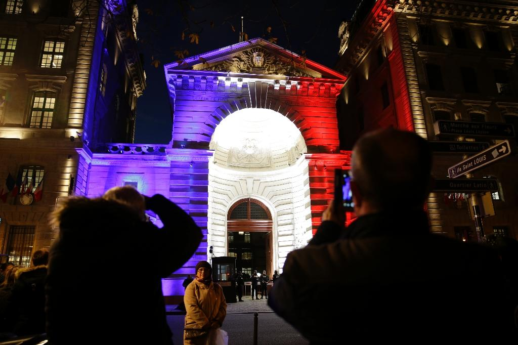 Hollande leads French mourning for Paris attacks dead