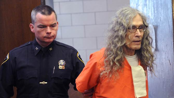 POOL - Convicted serial killer Rodney Alcala appears in court in New York, Monday, Jan. 7, 2013.  Alcala already sentenced to death in California has received a prison sentence in New York after he admitted killing two other young women in the 1970s.  (AP Photo/David Handschuh, Pool)