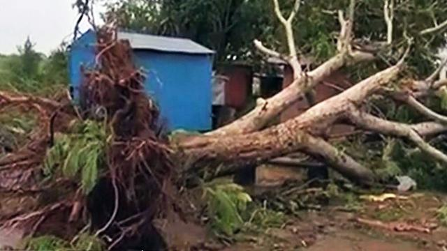 Cyclone slams India, evacuations save lives