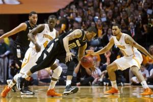Stokes leads Tennessee to 77-50 win over Oakland