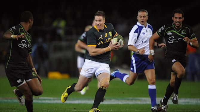 Springbok's South African Jean de Villiers (C) runs with the ball during the rugby clash with the World XV, at Newlands Stadium on July 11, 2015, in Cape Town