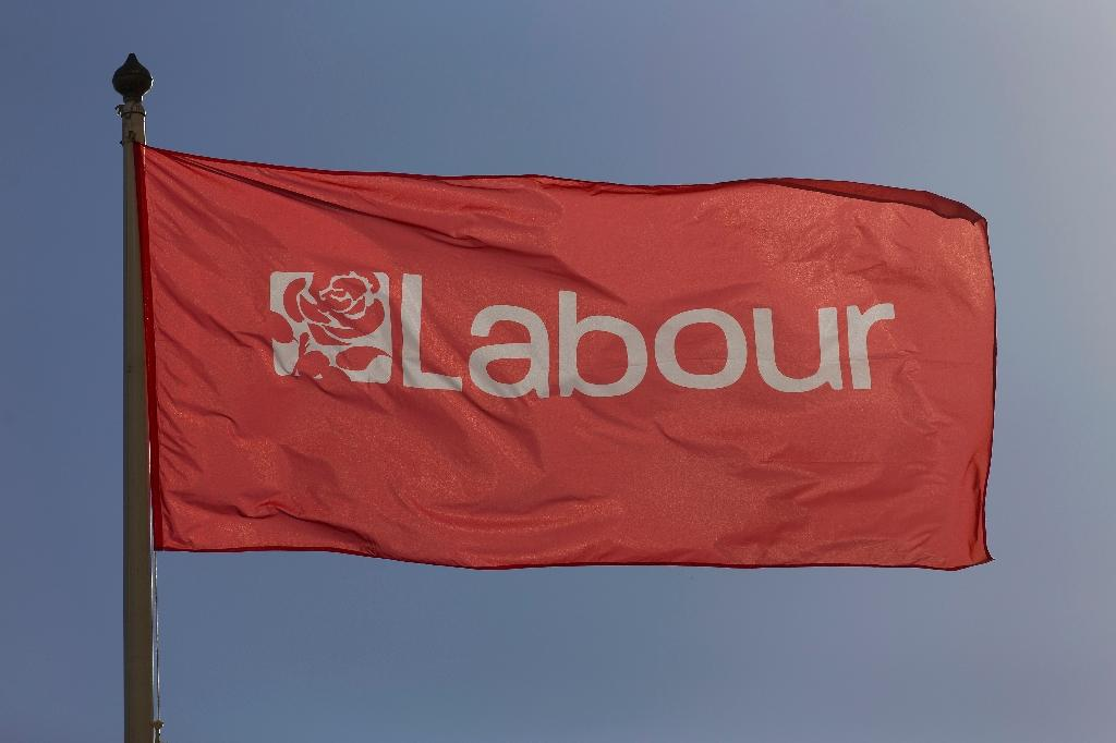 Israel Labour mulls break with UK party over anti-Semitism claims