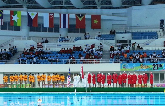 Singapore (right) line up with Malaysia before their water polo match at the Zayar Thiri swimming pool. (Yahoo Photo)