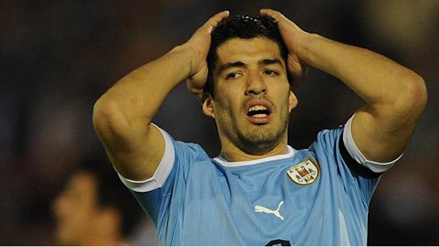 World Cup - Uruguay back 'persecuted' Suarez in 'punch' probe