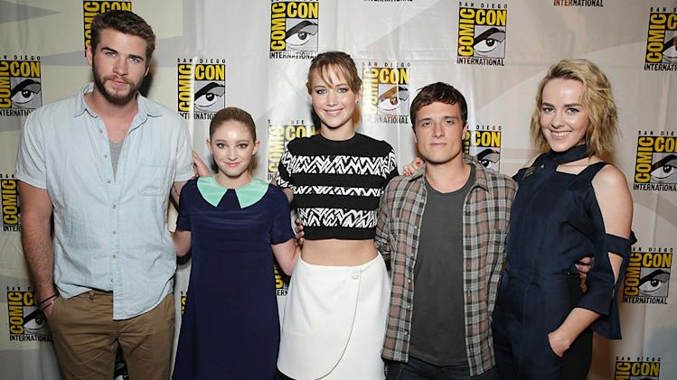 Liam Hemsworth, Willow Shields, Jennifer Lawrence, Josh Hutcherson, Jena Malone