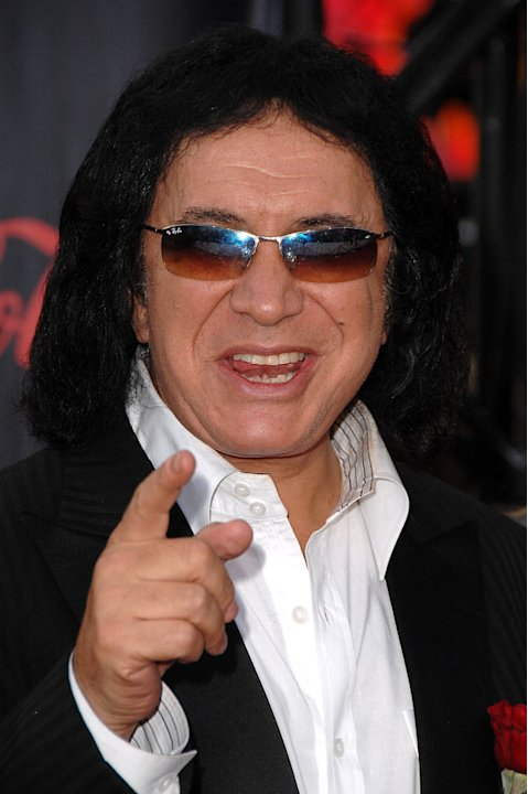 Gene Simmons arrives to the 2007 American Music Awards.