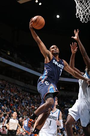 Walker's jumper lifts Bobcats over Wolves, 89-87