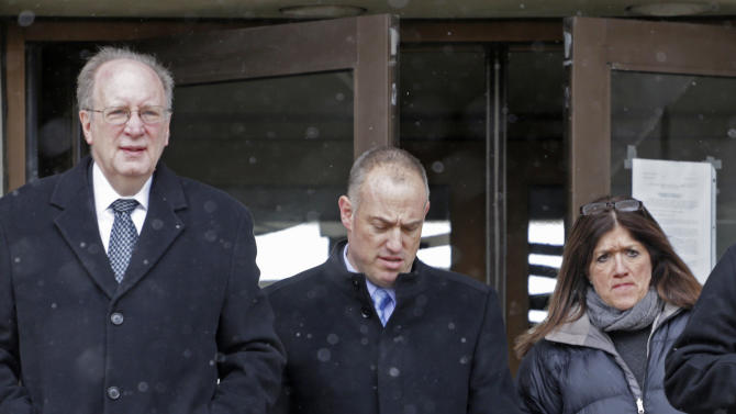 Steve Greenberg, center, attorney for convicted murderer Drew Peterson leaves the Will County Courthouse for lunch Tuesday, Feb. 19, 2013, in Joliet, Ill. during a special hearing involving Peterson's murder trial. A judge will hear arguments Tuesday that Peterson deserves a new trial on grounds that former lead trial attorney Joel Brodsky botched last year's trial. Brodsky left the defense team in November and denies the allegations. Greenberg is acting as Peterson's lead attorney during this hearing. (AP Photo/M. Spencer Green)