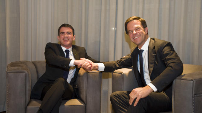 French Prime Minister Manuel Valls, left, and Dutch Prime Minister Mark Rutte pose for photographers at the start of a meeting in The Hague, Netherlands, Friday, Oct. 31, 2014. (AP Photo/Michiel Wijnbergh, Pool)