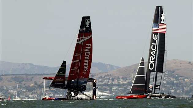 Emirates Team New Zealand (L) sails on one hull against Oracle Team USA during Race 8 of the 34th America's Cup (Reuters)