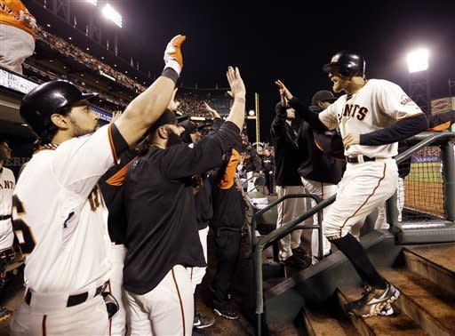 With small ball, Giants win 2-0 for 2-0 WS lead