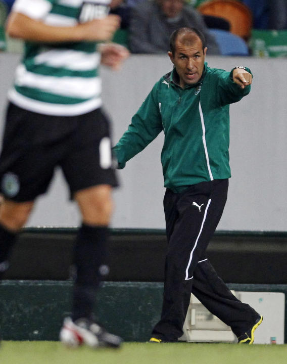 Sporting's coach Jardim gives instructions to his players during the Portuguese Premier League soccer match against Benfica in Lisbon