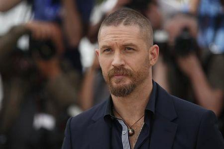 Tom Hardy takes on London gangster Kray twins in 'Legend'