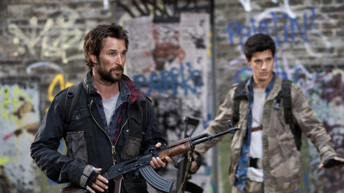 """This image released by TNT shows Noah Wyle and Drew Roy in a scene from the new TNT sci-fi series """"Falling Skies,"""" which premieres Sunday, June 19, 2011, at 9 p.m. EDT. (AP Photo/TNT, Ken Woroner)"""