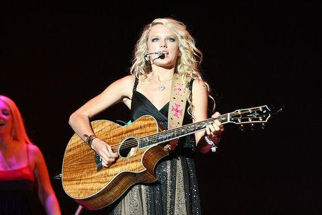 Taylor Swift Talks Love and John Mayer - What Else the Country Queen is Saying