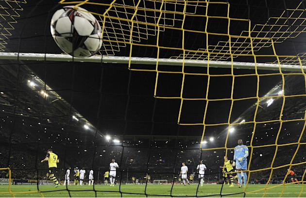 Dortmund's Robert Lewandowski of Poland, left, scored a penalty against Marseille's keeper Steve Mandanda, right, during the Champions League group F soccer match between Borussia Dortmund and Olympiq