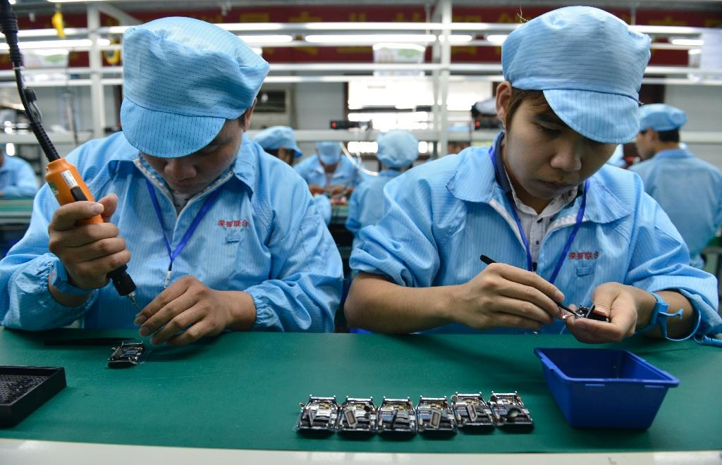 China manufacturing index at one-year low: HSBC