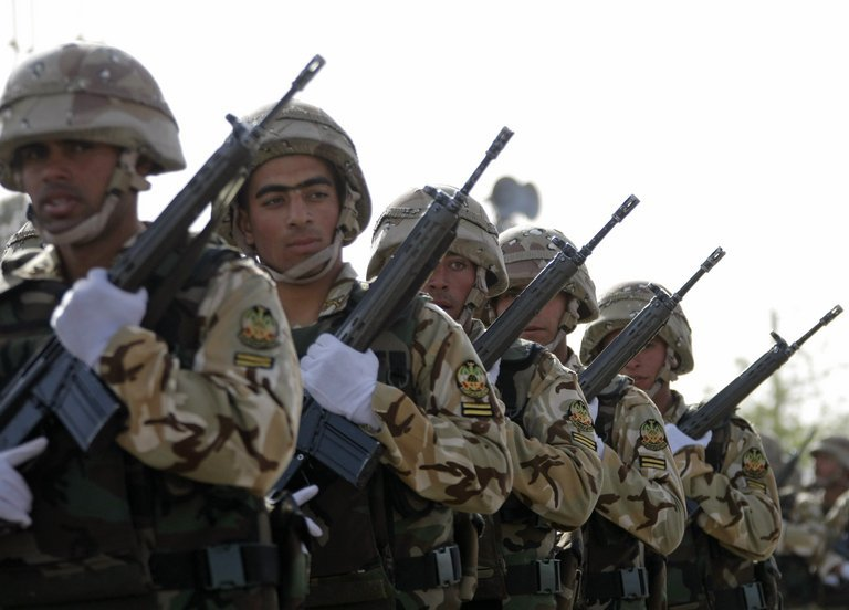 Iranian soldiers take part in the 'Army Day' parade in Tehran, on April 18, 2009