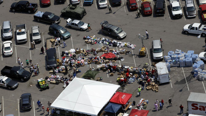 Tuscaloosa residents gather in a parking lot where food, water, and supplies are being distributed to those in need in Tuscaloosa, Ala., Saturday, April 30, 2011. (AP Photo/Dave Martin)