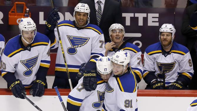 Schwartz gets hat trick, Blues rout Coyotes 6-1