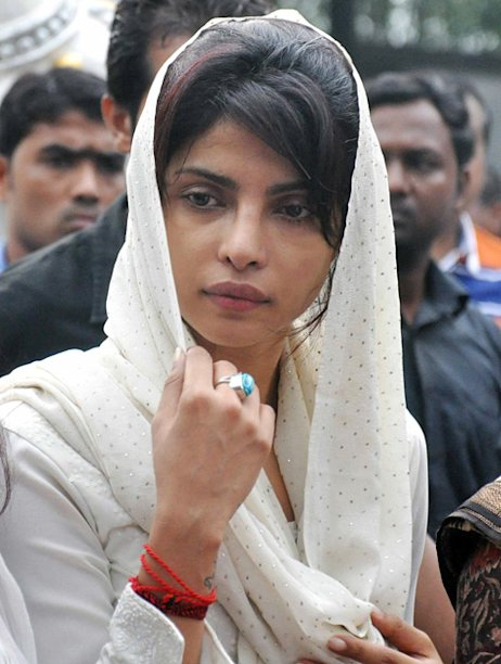 Bollywood stands by Priyanka Chopra | Priyanka gets emotional - Yahoo
