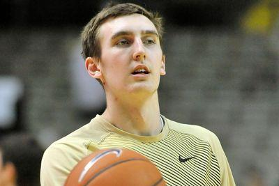 Vanderbilt's Luke Kornet suffers concussion after getting elbowed in the face