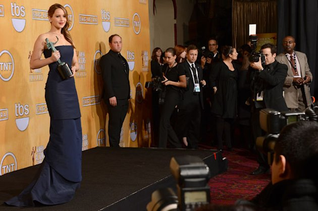 2013 SAG Awards: Jennifer Lawrence Dior Dress Rip Malfunction Accepting Award Video