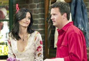 Courtney Cox and Matthew Perry | Photo Credits: NBCU Photo Bank
