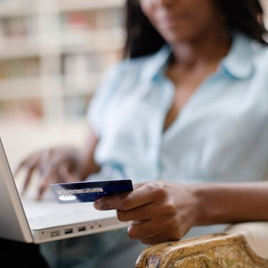Woman-using-credit-card-and-laptop_web