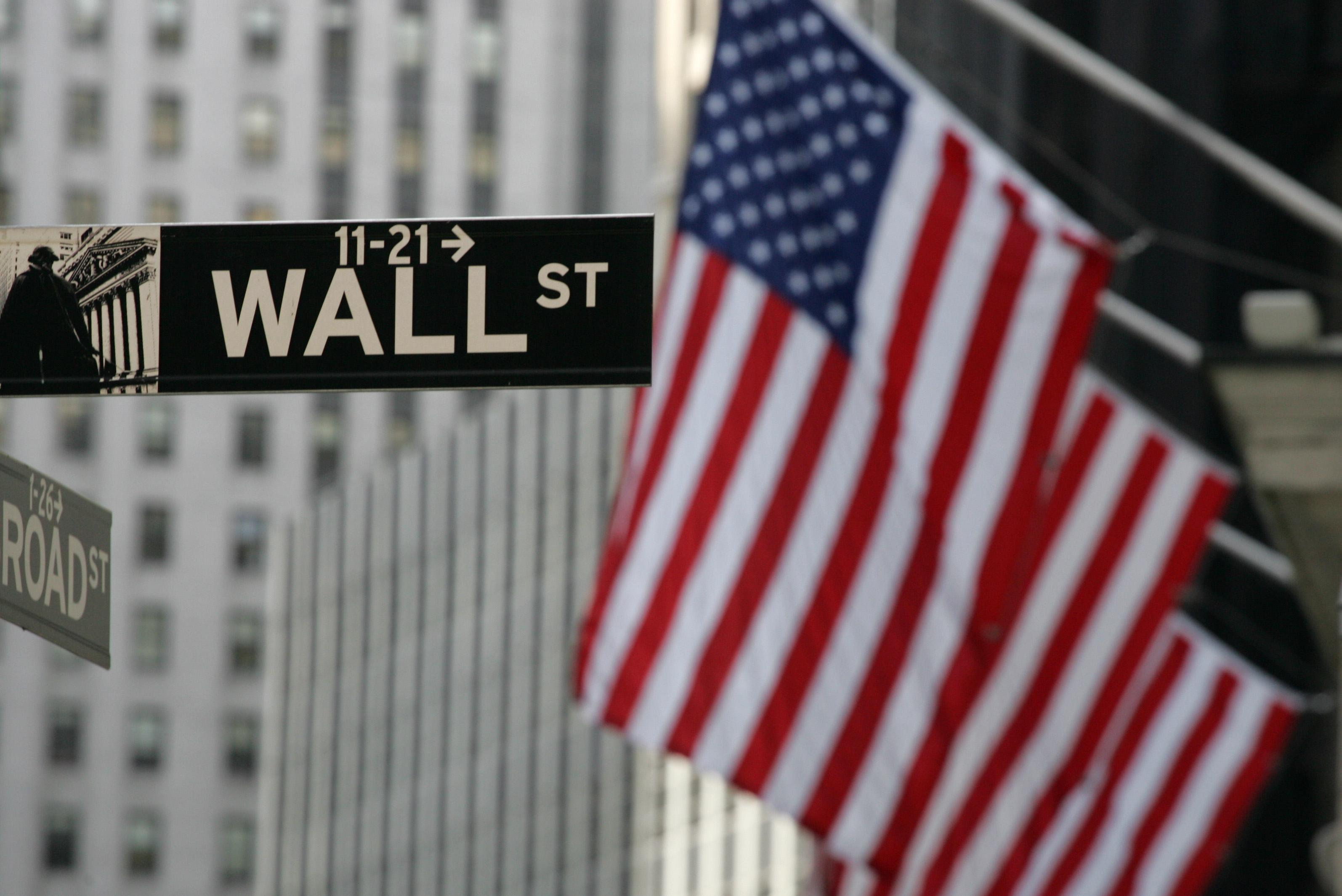 US stocks little changed as investors weigh economy, Greece