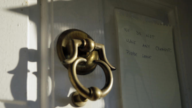 """A note is shown on the door to the home of Johann """"Hans"""" Breyer, Monday, Sept. 24, 2012, in Philadelphia. Breyer is the target of a new German investigation on allegations he served as an SS guard at the Nazis' Auschwitz death camp, The Associated Press has learned, in a case that comes after years of unsuccessful U.S. Department of Justice attempts to have him stripped of his American citizenship and deported. (AP Photo/Matt Slocum)"""