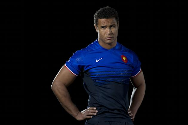 France captain Thierry Dusautoir poses for photographers during the launch of the Six Nations Rugby Championship in London on January 25, 2012. AFP PHOTO / CARL COURT (Photo credit should read CARL CO