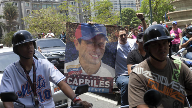 Opposition supporters protest the official results of the presidential election in Caracas, Venezuela, Monday, April 15, 2013. Hugo Chavez's hand-picked successor, Nicolas Maduro, won a razor-thin victory in Sunday's special presidential election but the opposition candidate Henrique Capriles refused to accept the result and demanded a full recount. (AP Photo/Ramon Espinosa)