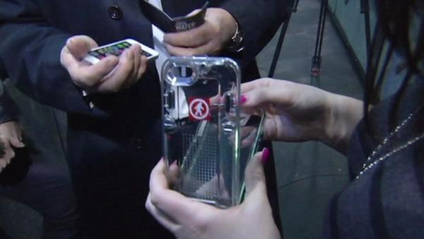 7 OYS puts water-proof smartphone case to the test