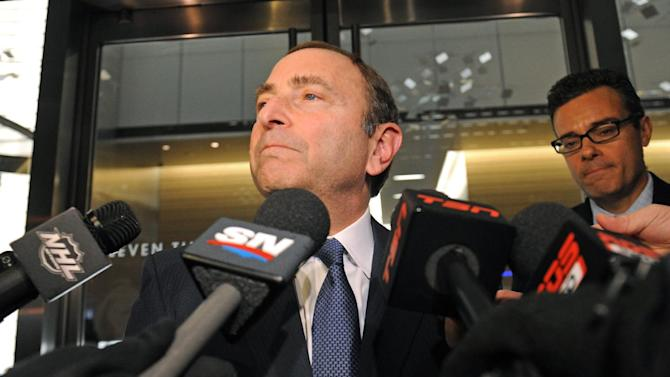 NHL Commissioner Gary Bettman speaks to reporters following labor talks, Friday, Nov. 9, 2012, in New York. The league and the players' association met Friday for the fourth straight day, trying to reach an agreement to end the lockout. (AP Photo/ Louis Lanzano)