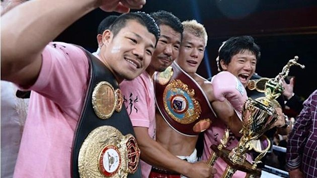 Tomoki Kameda celebrates his title win with brothers Daiki and Koki