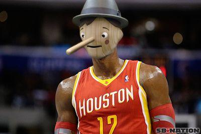 Dwight Howard burns the Lakers with a Geico reference