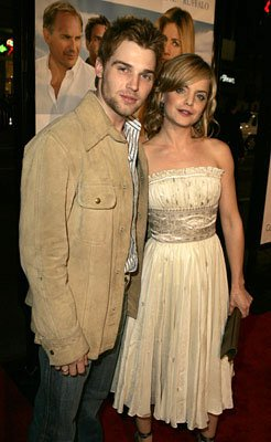 Premiere: Mike Vogel and Mena Suvari at the LA premiere of Warner Bros.' Rumor Has It... - 12/15/2005