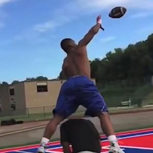 Linebacker makes one-handed catch while jumping over teammate