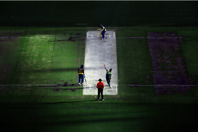 Australia's Johnson bowls to Sri Lanka's Chandimal as Dilshan looks on during their one-day international cricket match at the Melbourne Cricket Ground