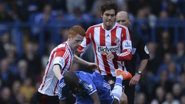 Sunderland's Colback and Alonso challenge Chelsea's Ramires during their English Premier League soccer match at Stamford Bridge in London