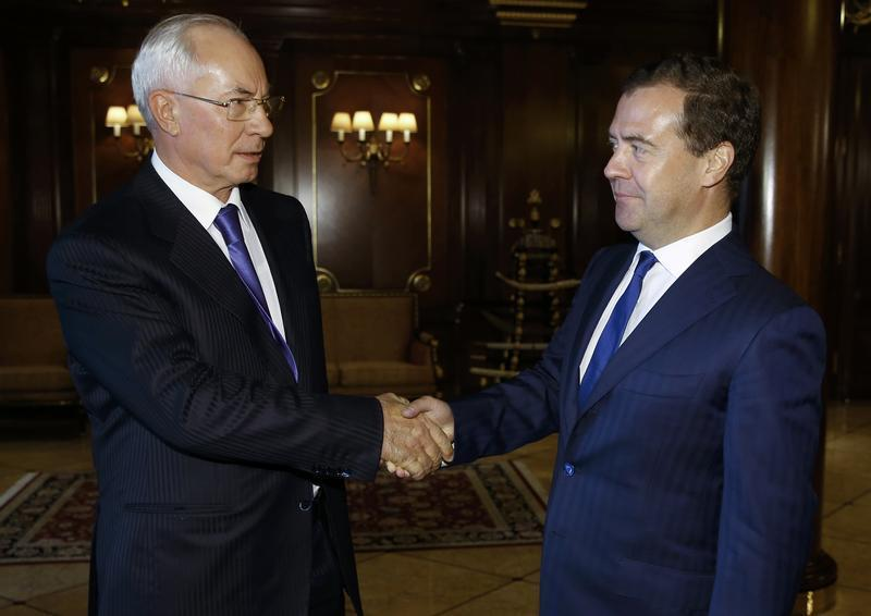 Russia's PM Medvedev shakes hands with his Ukrainian counterpart Azarov at the Gorki state residence outside Moscow